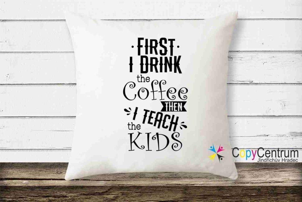 Polštářek FIRST I DRINK COFFE